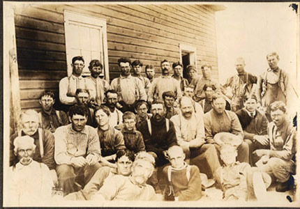 Homesteaders from Western Canada (likely photographed by Rev. Calvin McQuesten)